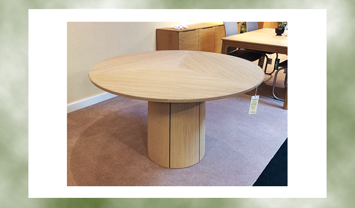 Circular Extending Dining Table SM33